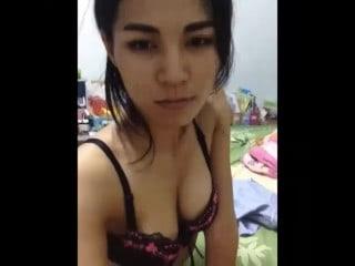 หลุดสาวไทยทางบ้านขย่มให้ผัว มันส์