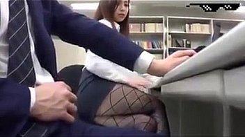 หนังโป๊เกาหลี พนักงานออฟฟิสเครียดงานชวนกันมาเซ็กส์หมู่กลางห้องประชุม งานนี้มีเสียวแน่นอนจ้าา