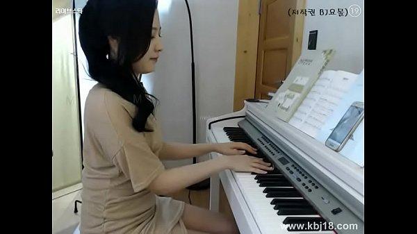 แอบถ่ายครูเปียโนสาวสุดสวยแอบช่วยตัวเองในห้องนอนเห็นแล้วเงี่ยนจังเลย